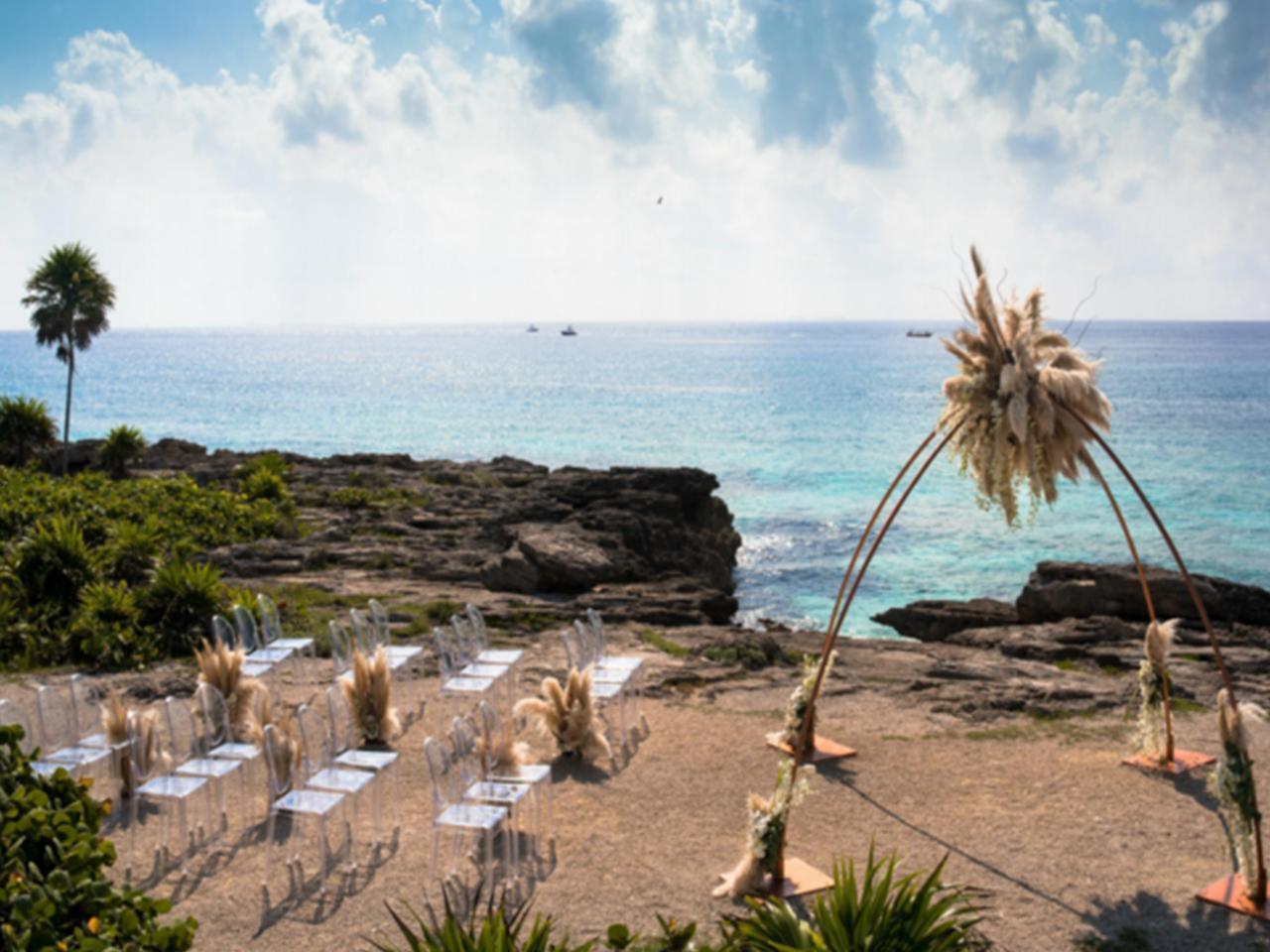 Bodas en la playa paquetes - Mesas y sillas