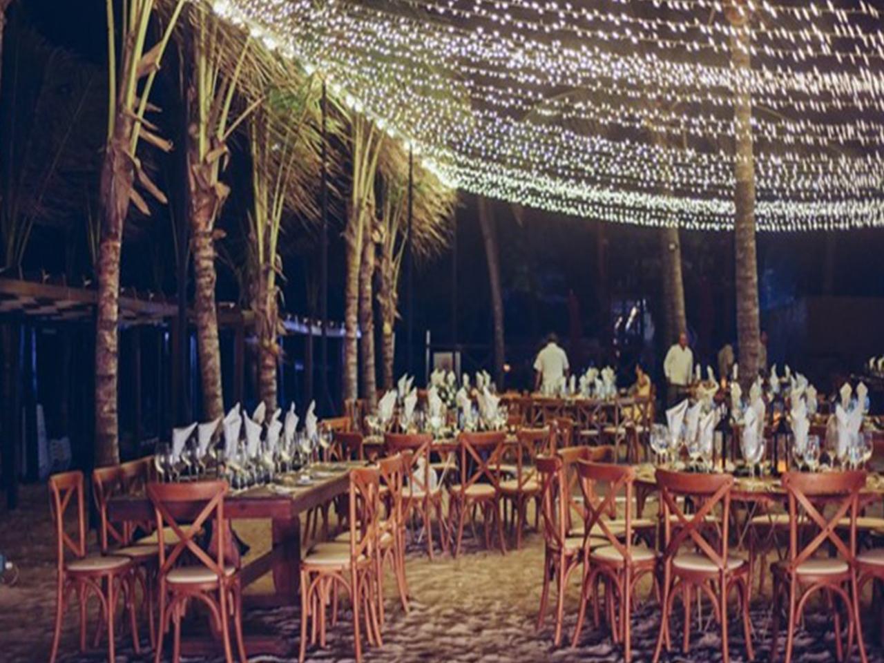 Bodas en la playa - hotel de noche