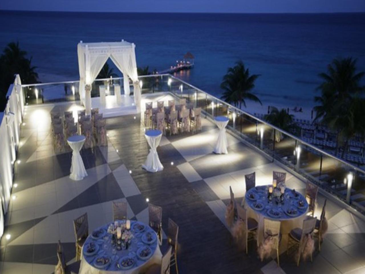 Paquetes de bodas en la playa - hotel de noche