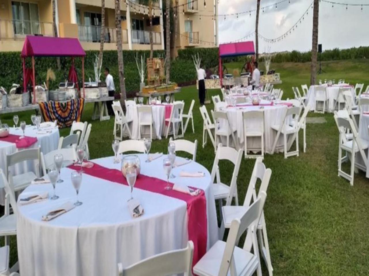 Paquetes de bodas en la playa - mesas y sillas