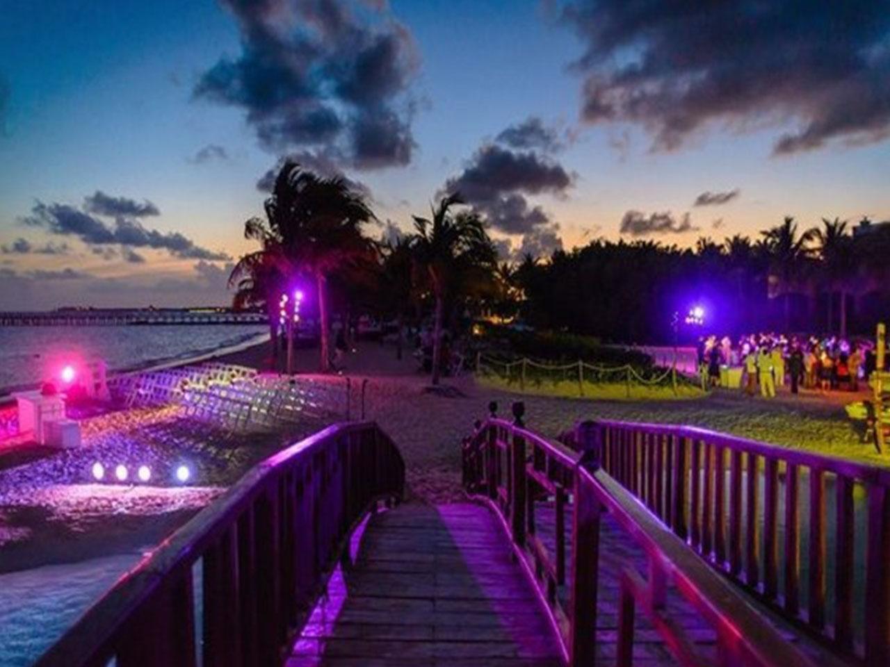 Paquetes de bodas en la playa - fiesta de noche
