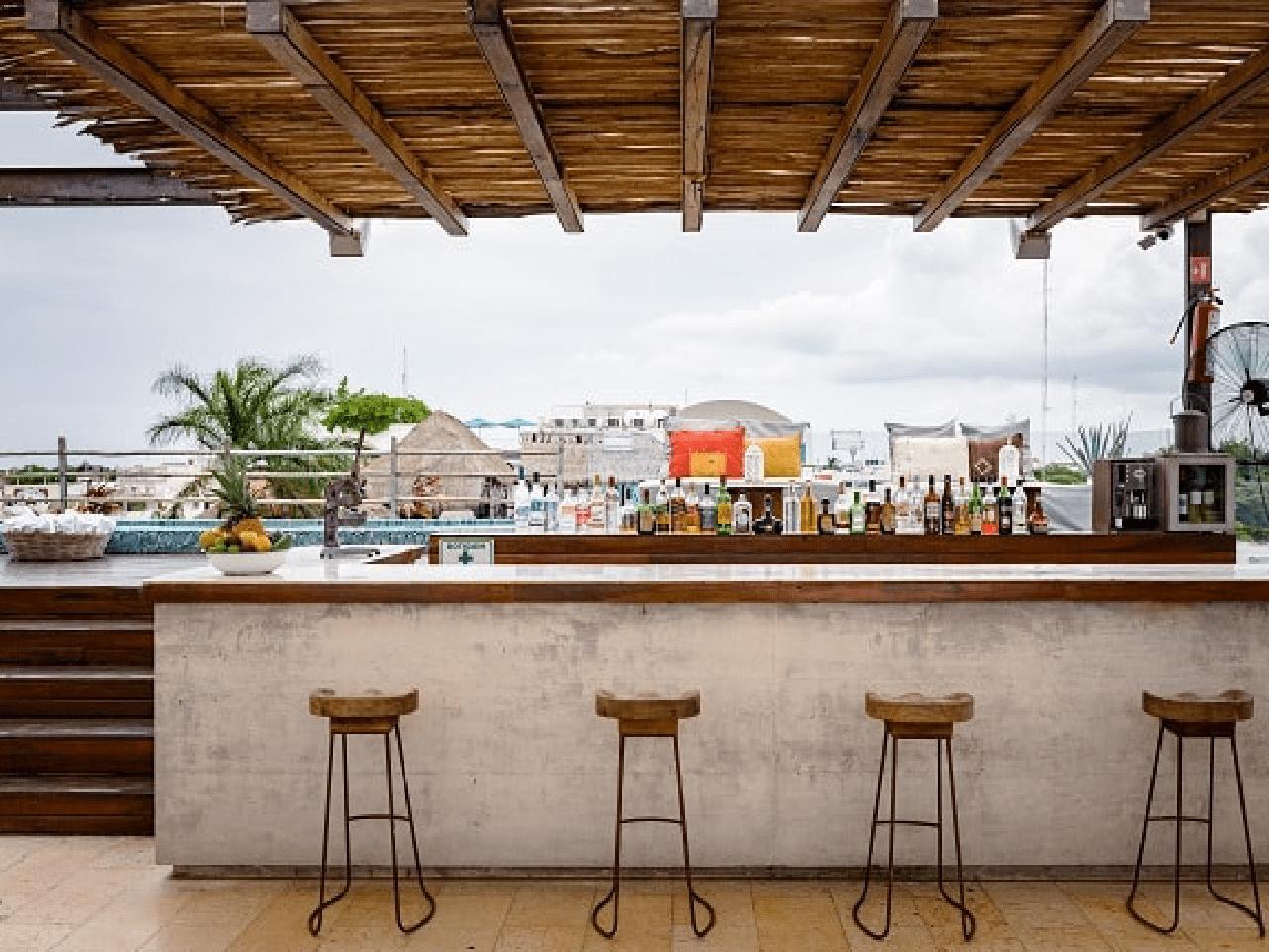 bar en la alberca - Bodas en la playa