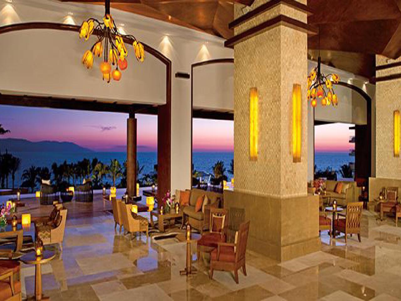 sillas en hotel - Bodas en la playa