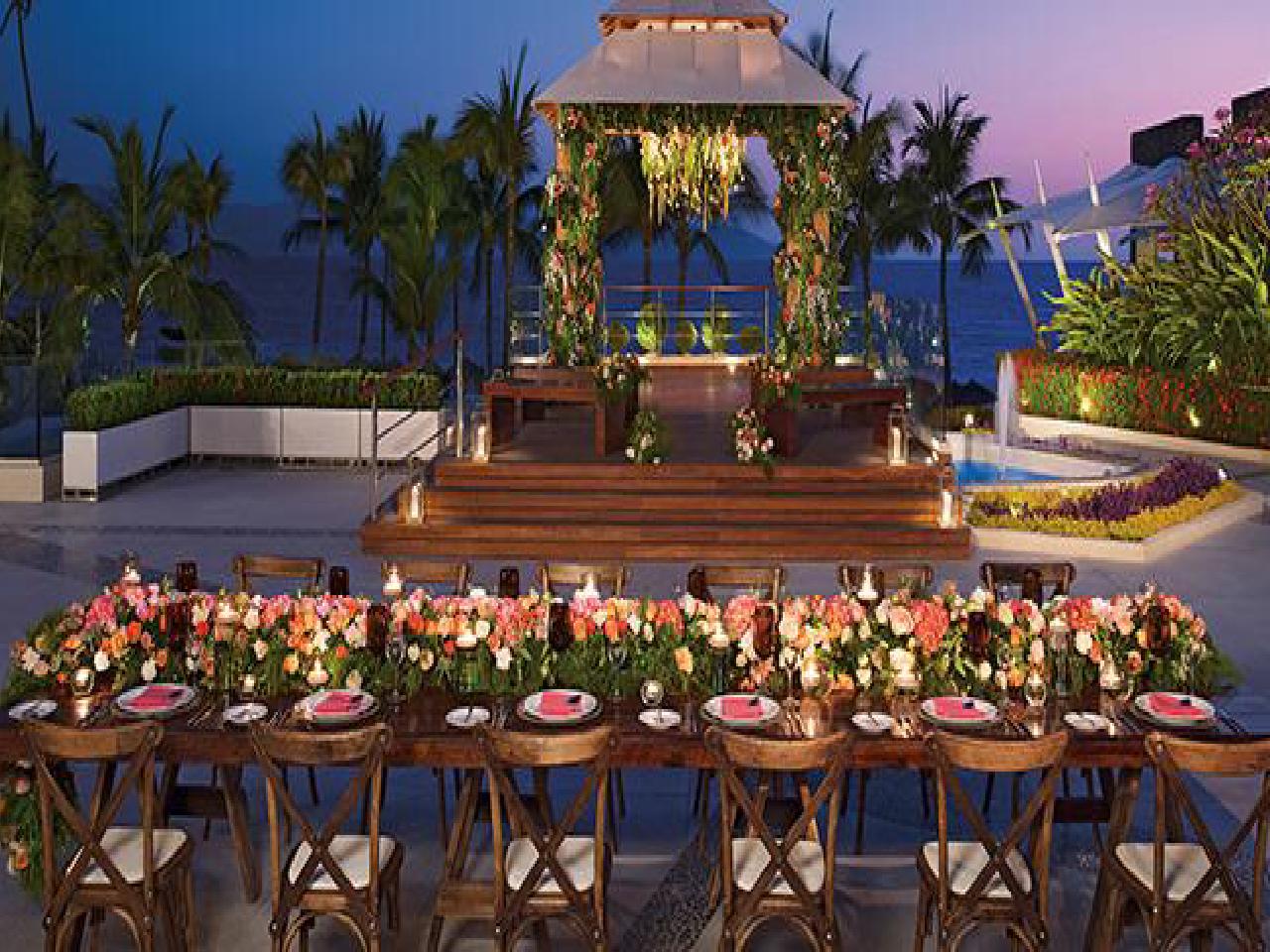 Paquetes de bodas en la playa - comida en la alberca