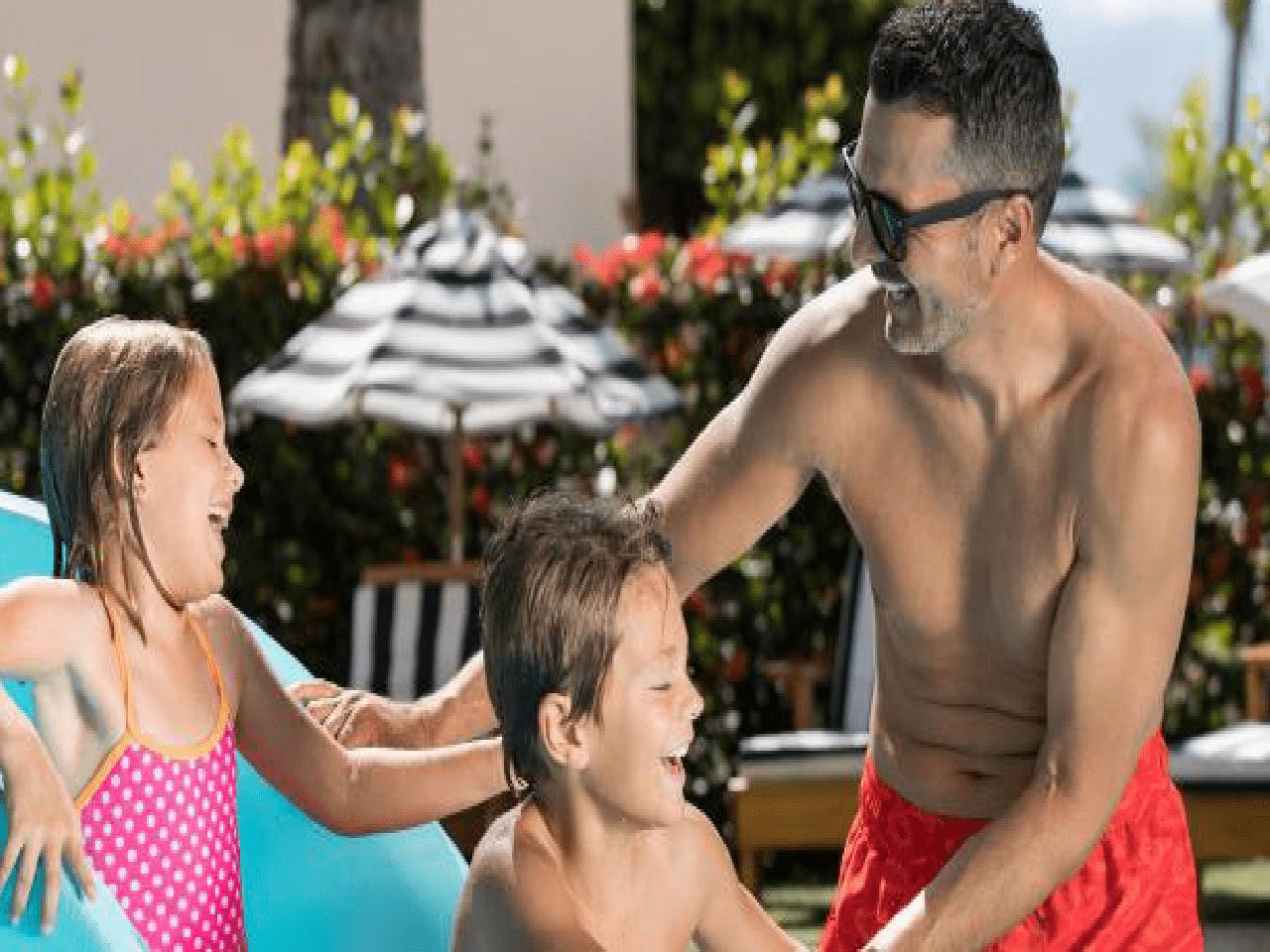 Bodas en la playa paquetes - familia en la alberca