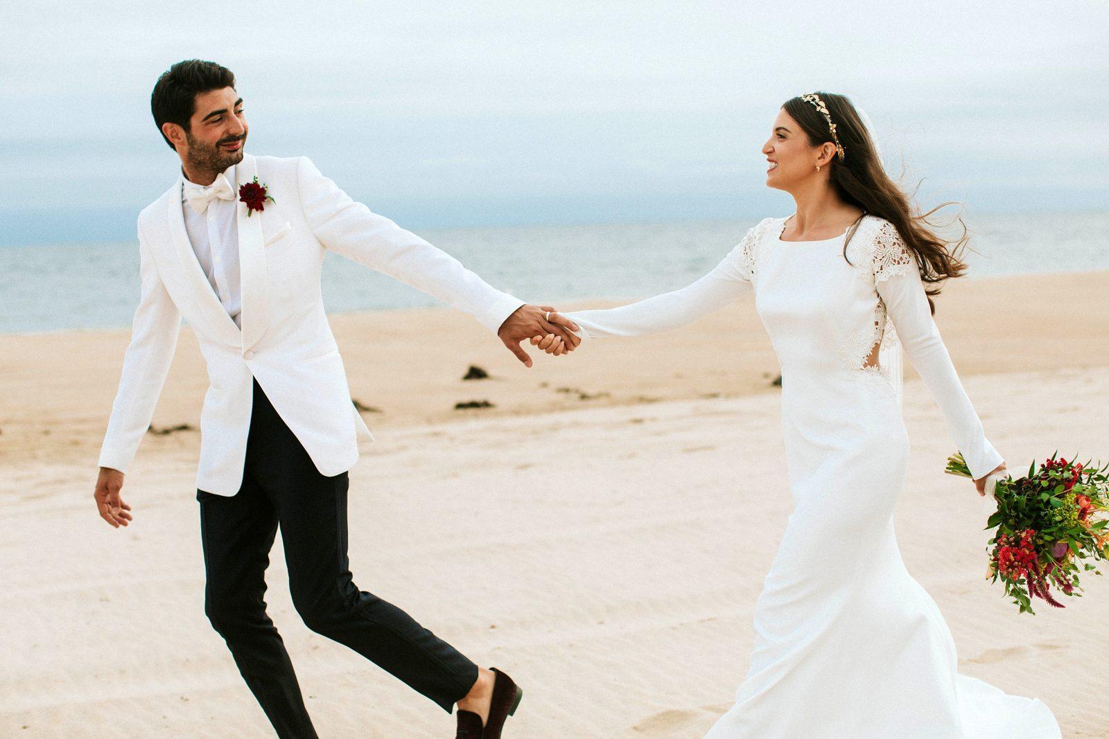 Estilo del novio para una boda en la playa